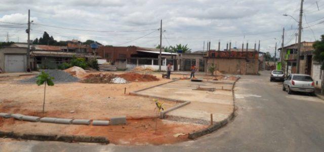 """A Prefeitura, por meio da Secretaria Municipal de Desenvolvimento Urbano (SMDU), iniciou neste mês a construção de um espaço de convivência no bairro Pedreira. O local, conhecido como """"campinho"""", localizado […]"""